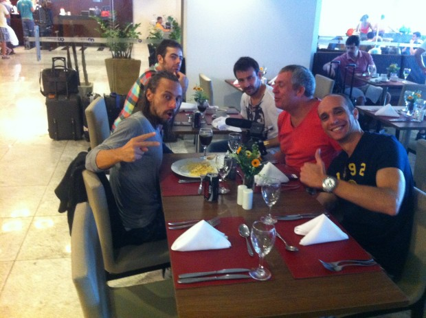 Bruca Goelzer almoçou com o DJ Bob Sinclair em Porto de Galinhas