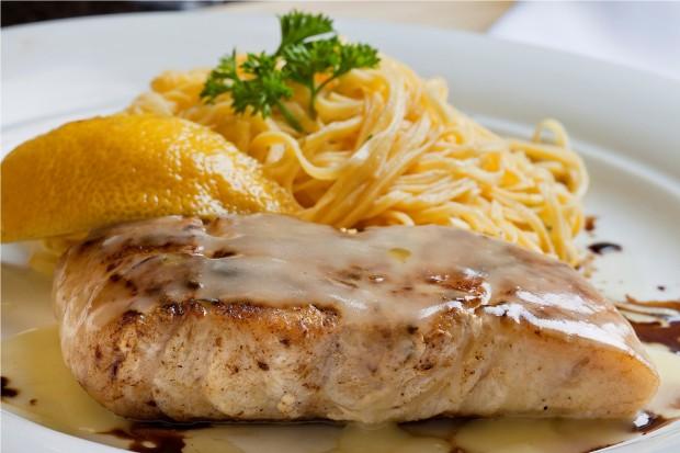 File de peixe com creme de limão siciliano