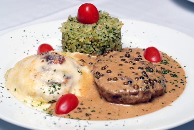 Ferreiro - New York Steak, filê ao molho poivre, arroz de brocolis  batata