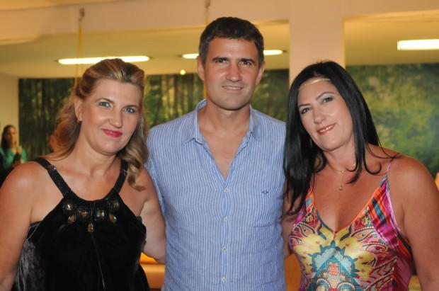 Luciano com as irmãs Roberta e Tatiana Mandelli - Foto de Paulo Souza